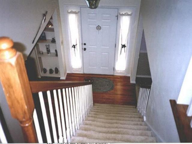 cửa phòng ngủ đối diện cầu thang (3)