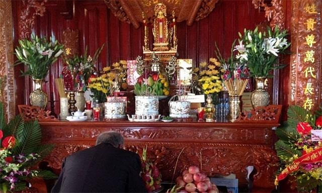 sắp xếp bàn thờ gia tiên đúng cách (1)